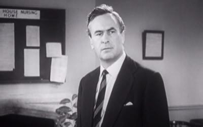 Ronald Leigh-Hunt as Inspector Munyard
